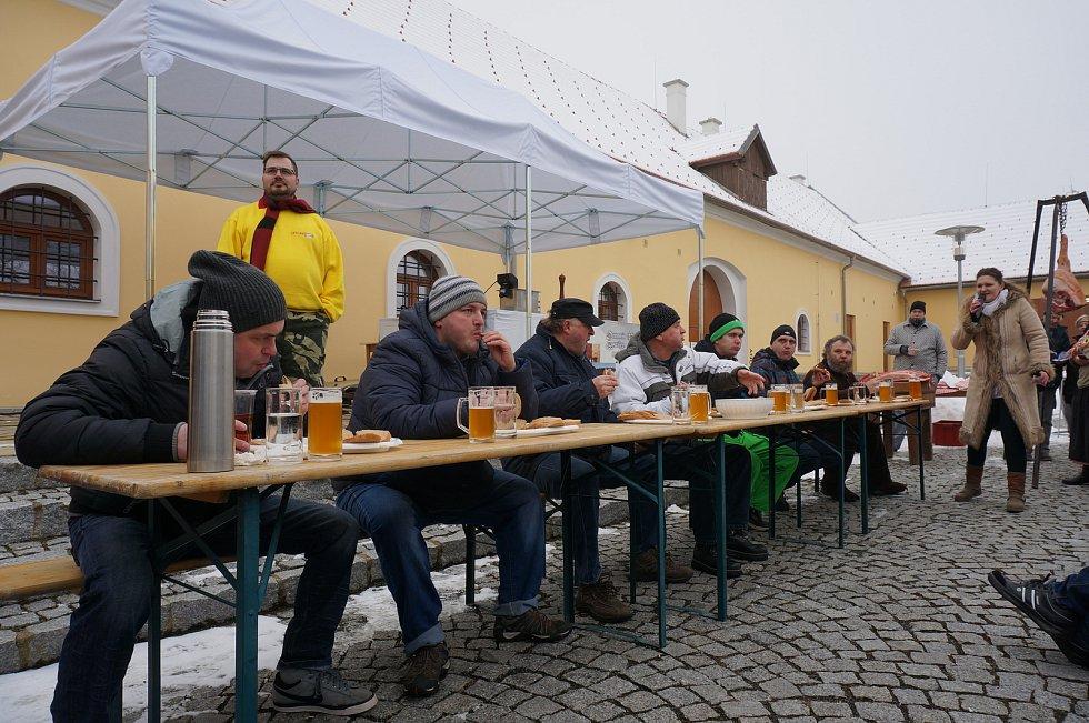 Jaroslav Němec (na snímku úplně vlevo) objíždí soutěže jedlíků už třináct let.