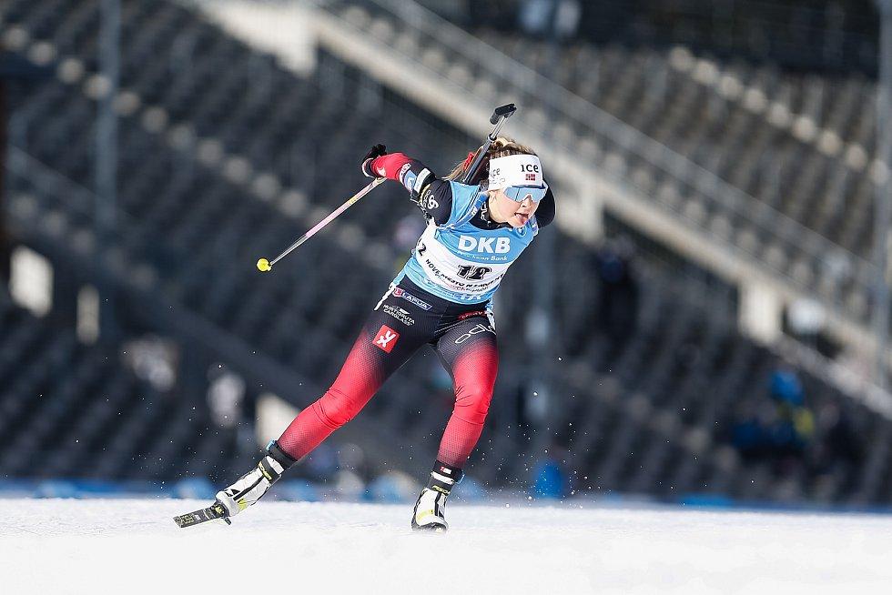 Ingrid Landmark Tandrevold v závodu Světového poháru v biatlonu v závodu sprintu žen na 7,5 km.