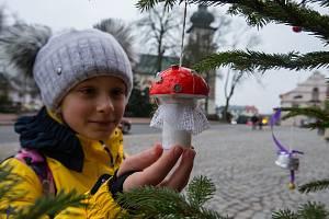 Vánoční stromečky před ZUŠ Jana Štursy v Novém Městě na Moravě.