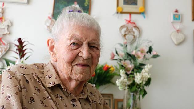 OBRAZEM: Paní učitelka Blažena Šedá oslavila sté třetí narozeniny