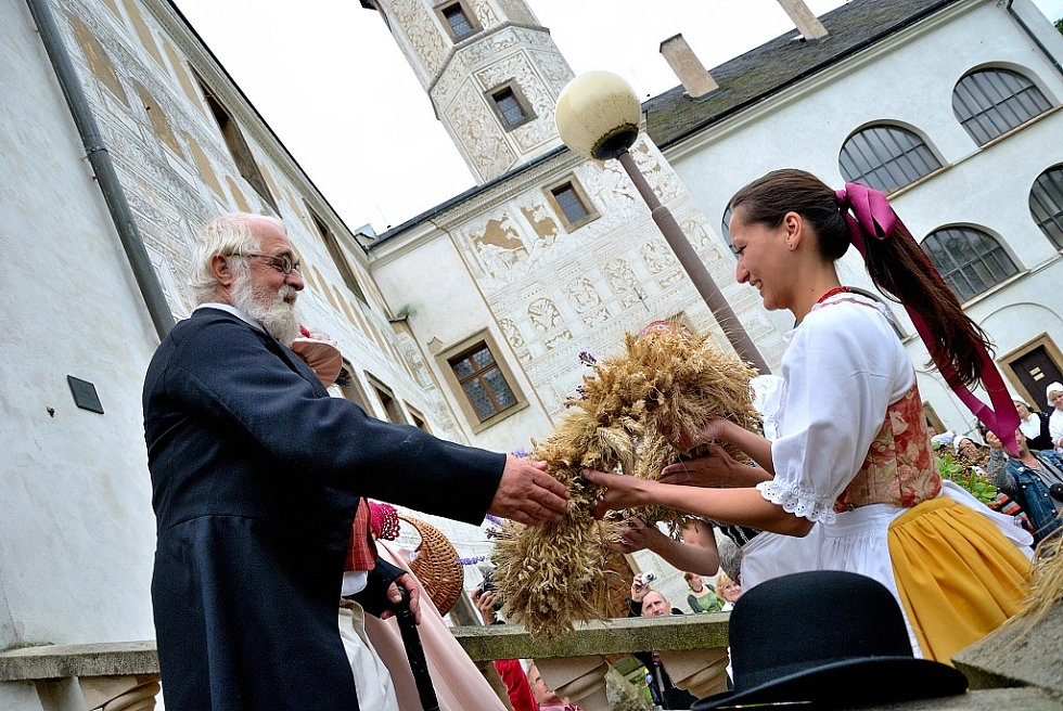 Dožínková slavnost 2012 v Přerově nad Labem.