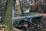 Mostek do parku Na Ostrově je nově opraven.