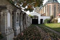 Opravené náhrobky na Starém děkanství.