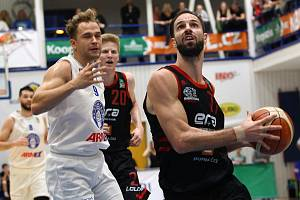 Z basketbalového utkání nejvyšší soutěže Děčín - Nymburk (69:86)