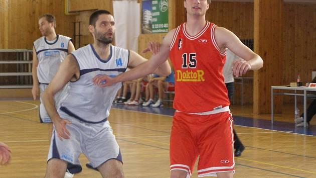 Ze zápasu druhé ligy košíkářů Poděbrady - Svitavy (80:89)