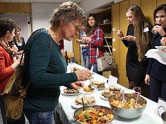 PODĚBRADSKÁ hotelovka uspořádala další z cyklu seminářů zaměřených na osvětu budoucích kuchařů a hoteliérů.
