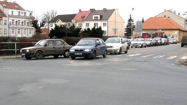 Křižovatka na Husově náměstí v Lysé nad Labem.