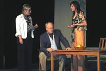 V poděbradském divadle Na Kovárně uvedl Divadelní soubor Domu kultury v Krupce poslední hru Václava Havla Odcházení.
