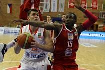 Z basketbalového utkání play off Kooperativy NBL Nymburk - Jindřichův Hradec (92:61)