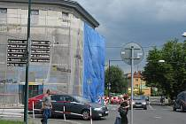 Částečná uzavírka Poděbradské ulice potrvá do 7. července.