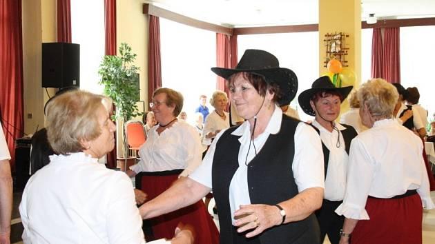 Centrum sociálních a zdravotních služeb Poděbrady uspořádalo velkou oslavu Dne matek v sále Lázeňské kolonády.