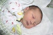 MAGDALENA JE Z KRCHLEB. Magdalena Kozáková se narodila mamince Zuzaně a tátovi Luďkovi 5. října 2013 v 9.20 hodin. Vážila 3 410 g a měřila přesně půl metru. Doma jsou všichni tři v Krchlebích.