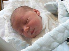 DANIEL MĚŘIL PŮL METRU. Daniel Vagenknecht se narodil 24. února 2015 přesně ve 14 hodin. Vážil 3 730 g a měřil 50 cm. Rodiče Anastasia a Michal jsou z Nymburka a tam také malého Daniela odvezli za dvouletým Michaelem.