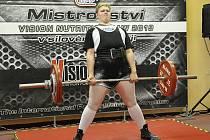 Úspěšný. Mladý silový trojbojař Sokola Nymburk Jan Blecha zazářil na svou závodech. Dvakrát získal zlatou medaili