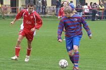 Jan Bobek (vpravo) zařídil Loučeni výhru nad týmem Tupadel
