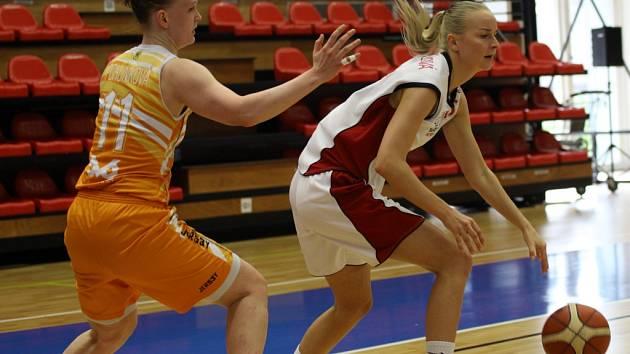 Z basketbalového utkání play off ŽBL Nymburk - VŠ Praha (90:78)