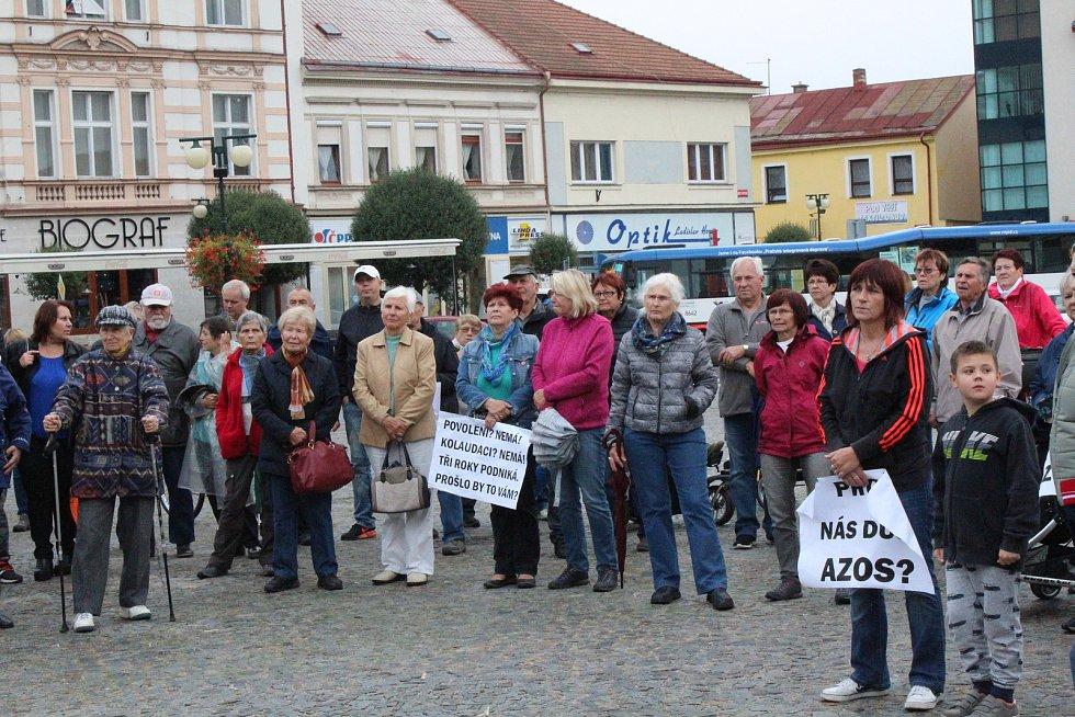Další demonstraci proti výrobě zinkovny AZOS na nymburském Zálabí svolali členové spolku Permanent, který od začátku bojuje proti zinkovně.
