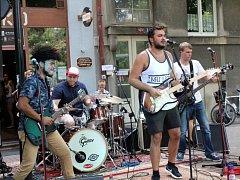Jako první se v sobotu odpoledne představila mezinárodní kapela Silver Springs.