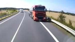 Momenty hrůzy zachytilo video nahrávané v autě ohroženého řidiče.