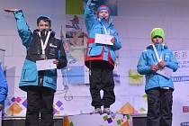 ZLATÝ. Mladý krasobruslař z Nymburka Daniel Mrázek vystoupal na Zimní olympiádě dětí a mládeže na nejvyšší stupínek