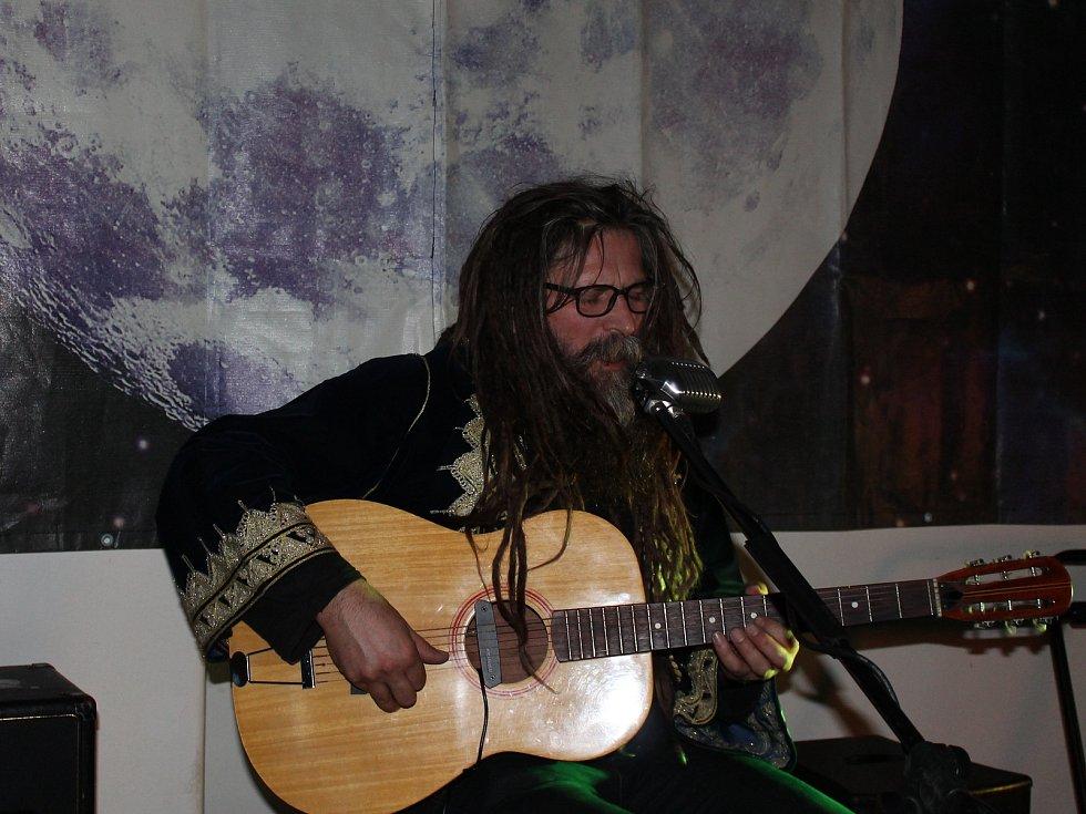 Do Poděbrad dorazil bývalý písničkář a signatář Charty 77 Karel Charlie Soukup.