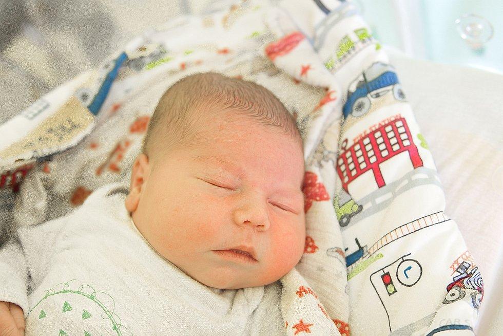 Mikuláš Trejbal se narodil v nymburské porodnici 26. března 2021 ve 13.56 hodin s váhou 4680 g a mírou 52 cm. S maminkou Kristýnou, tatínkem Michalem a sestřičkou Anežkou (3 roky) bude chlapeček vyrůstat v Nymburce.