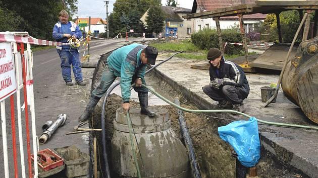 Na kanalizaci si lidé ještě počkají