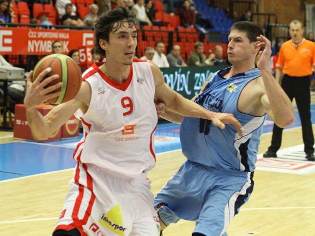 Další utkání nadstavbové části nejvyšší basketbalové soutěže mužů sehráli borci Nymburka na palubovce Prostějova