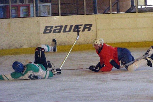 Amatérským hokejistům vládl Božkov tým.