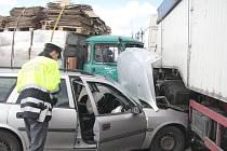 Nehoda dvou nákladních a jednoho osobního auta v Babíně.