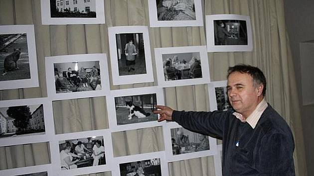 Výstava fotografií v rožďalovickém zámku.