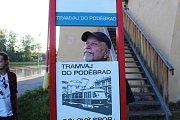 Happeningová akce skupiny Sólový sbor s názvem Tramvaj do Poděbrad pohladila po duši.
