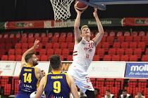 Z basketbalového utkání Kooperativa NBL Nymburk - Opava (100:87)