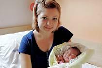 ADÉLKA SE NARODILA V KOLÍNĚ. ADÉLA KADEŘÁBKOVÁ se poprvé rozplakala v kolínské porodnici 27. června 2016 s mírami 53 cm  a 4 360 g. Maminka Jana a tatínek Jiří si svou prvorozenou  dcerku odvezli domů do Sokolče.