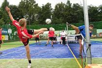 Mladí nohejbalisté Čelákovic skončili na republikovém šampionátu v obou kategoriích v osmifinále.