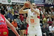 Z basketbalového utkání semifinále play off Nymburk - Pardubice (99:76)