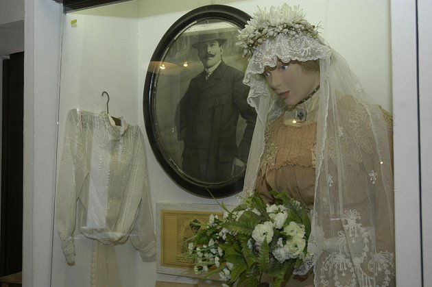 Pokud vás zajímá, jak se třeba v roce 1870 nebo 1900 oblékali na polabském venkově obyvatelé,tak přerpvský skanzen je dobrá volba.