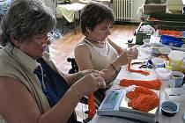 V poděbradské chráněné dílně pracuje dvacet lidí, dalších třicet je zaměstnáno na domácí práce.