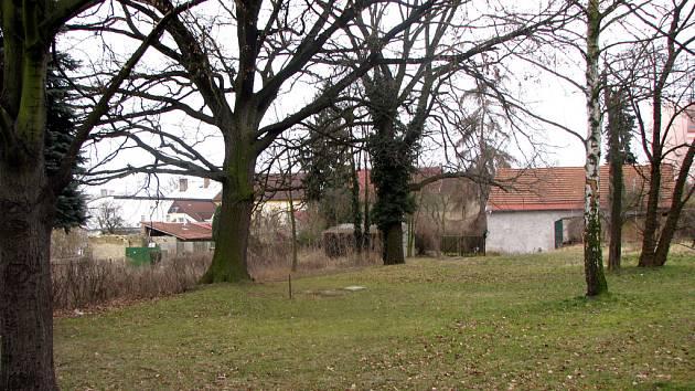 Park, kde měl stát nový domov důchodců. Nebude