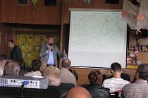 V Milovicích se uskutečnilo setkání starostů s hejtmanem kvůli letišti Boží Dar