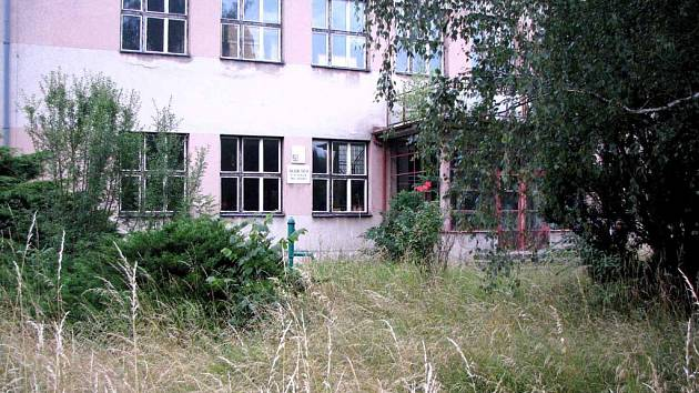 Takto nyní vypadá budova školy v Předhradí