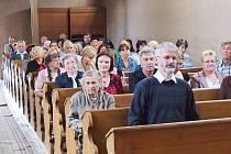 Slavnostní setkání v kostele v Opolanech