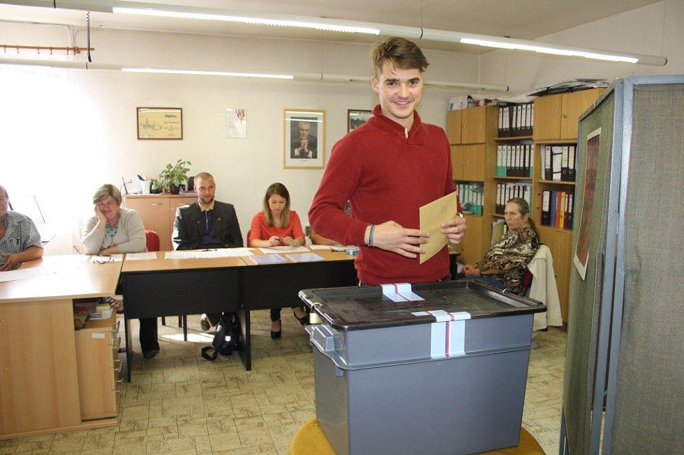 Co prozradily volby první den