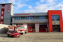 Ze slavnostního otevření hasičské stanice v Milovicích.