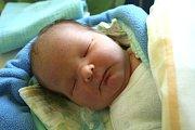 SAMUEL ŠÍR se narodil 13. listopadu 2018 ve 20.23 hodin s délkou 50 cm a váhou 3 740g. Rodiče Pavlína a Jiří z Talmberku se na chlapečka předem těšili. Doma na něj čeká ségra Ema.
