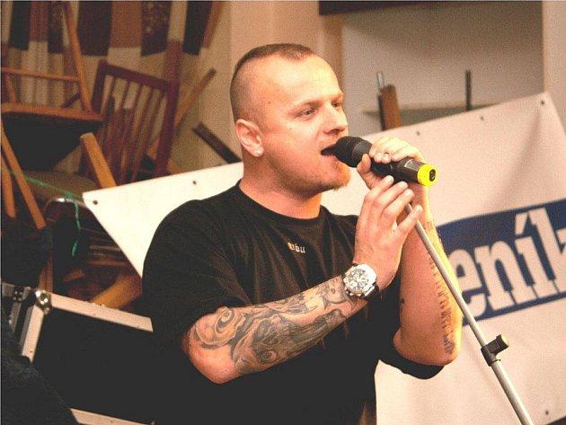 Láďa Spilka na koncertě u příležitosti vyhlášení hudební ankety Nymburský Otík v Dělnickém domě v Nymburce