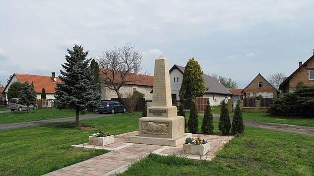 Pomník obětem z první světové války v Kněžičkách.