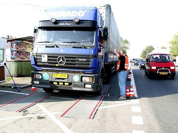 Obce chtějí zákazát těžkým kamionům průjezd