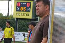 Trenér Litole Pavel Jareš dovedl svůj tým na dvanácté místo po polovině sezony. Na lavičce své hráče po celý zápas burcuje a povzbuzuje, ti mu to vracejí enormním nasazením a bojovností