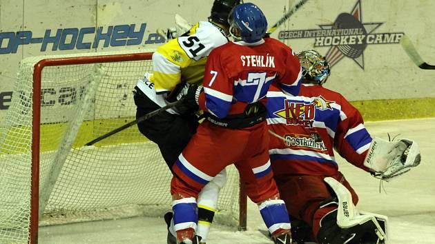 PŘED TÝDNEM se nymburští hokejisté utkali s týmem Moravských Budějovic, ve středu hrají se stejným soupeřem opět